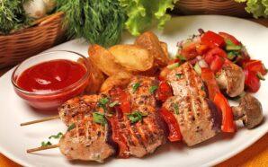 Делимся полезными знаниями о главном блюде пикников на постсоветском пространстве…