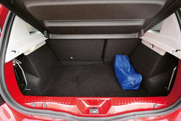 Тест-драйв Renault Sandero Stepway. 900 кубов не в пользу экономии, картинка, фото, изображение