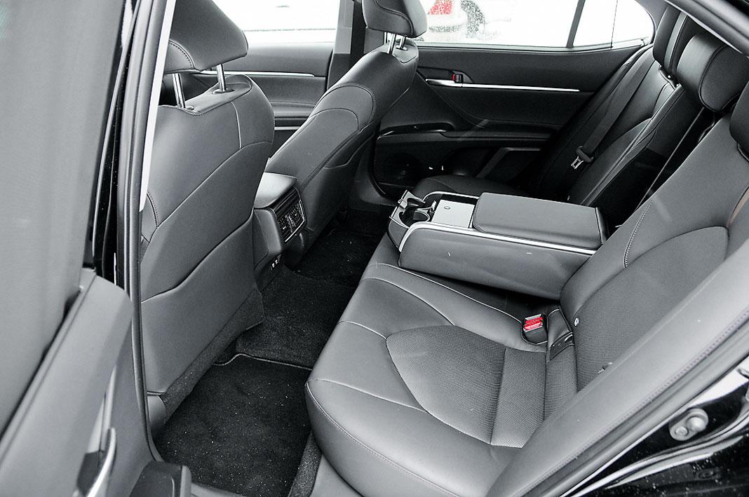 Тест-драйв Toyota Camry. Икона в восьмом поколении, картинка, фото, изображение