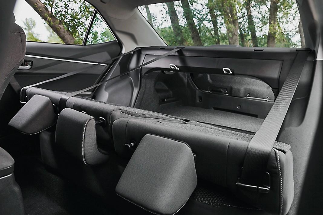 Сравнительный тест Mazda3 и Toyota Corolla. Разум и чувства