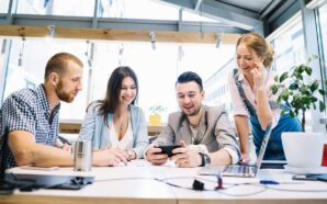 Что подарить коллегам по работе — 7 лучших подарков
